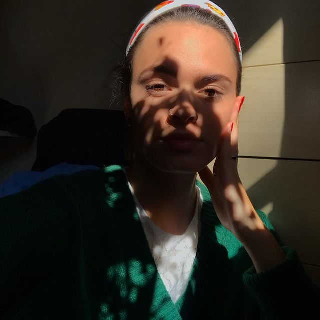 Something artistic 🖼  #sun #shadow #dark #bright #sun #model #green #free #day #chill #good #mood #art #artistic #eyes #cute #love #headband #summer #vibes #photo #selfie #☀️