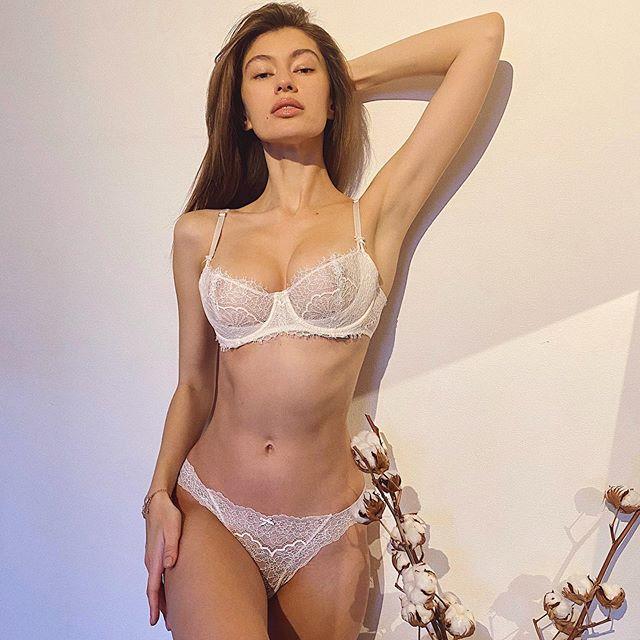 Нижнее белье – самая сексуальная и важная деталь гардероба женщины. Согласитесь, надев с утра красивый комплект белья, вы буквально заряжаетесь позитивной энергией, чувствуйте себя уверенной в себе и самой желанной. Новая весенняя коллекция Dream Angels от @victoriassecretrussia – это комбинация нежности, игривости и комфорта ❤️ #victoriassecretrussia#victoriassecret#lingerie#moodoftheday
