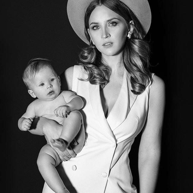 У наших девушек есть суперспособность быть самыми красивыми мамами на земле❤️ Мама @katherina.postnova  photo @azia_be  muah @kajforia