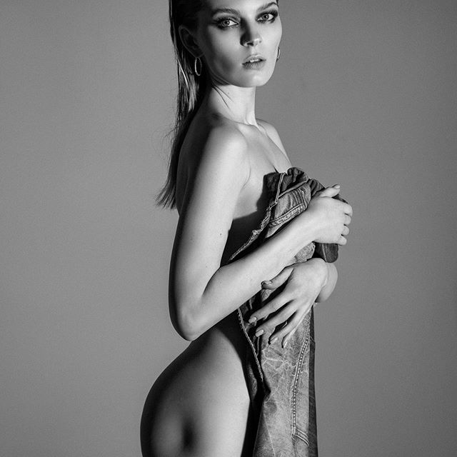 Когда скулы не только на лице😂❤️💥 model: @kate.kosushkina makeup: @kajforia photo by @azia_be