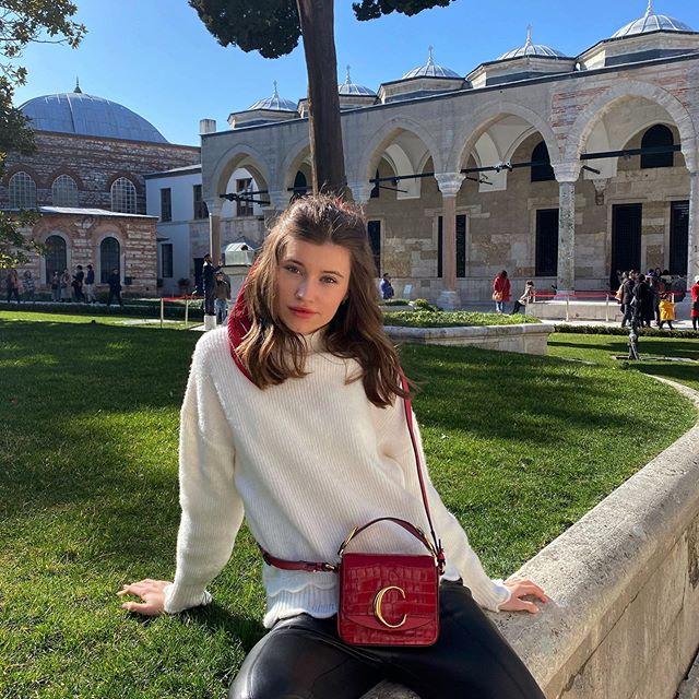 Palace Topkapi главный дворец Османской империи ,но все это не столь важно ,так как именно его скопировали в точь до мелочей для декораций сериала «Великолепный век» 🤣 Мама ,этот пост для тебя ! 🧡