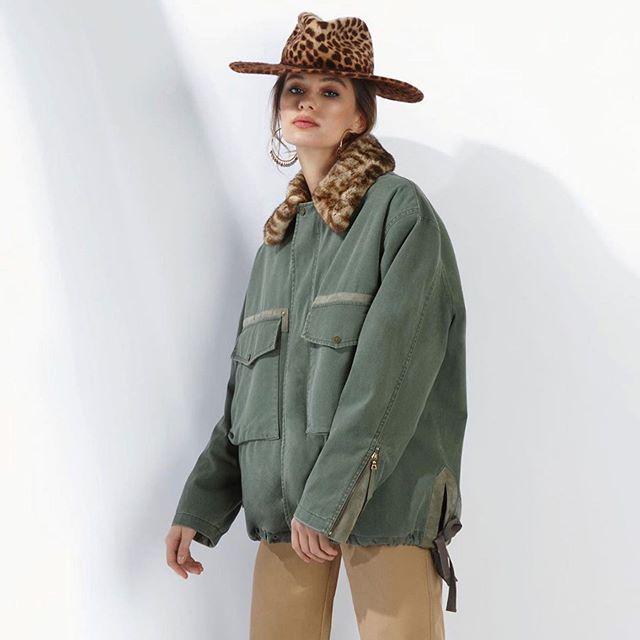 This hat 😍 @yanadress @bicholla @moskvichkabbb #yanadress#moscow#russia#styling#modeling