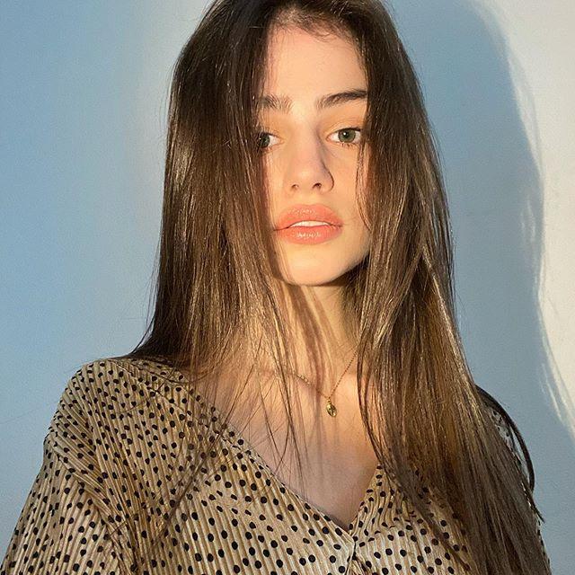. . . . . . . #artsy #aestheticpage #softstyle #aestheticpale #lightaesthetic #indiegirl #grungeposts #lustaesthetic #redaesthetics #softgrungeaesthetic #aestheticblog