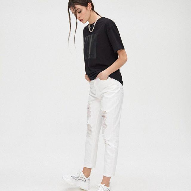 . . . . . . . . #eaststreetwear #womenstreetstyle #mistreetco #praisethegirls #minimalaesthetic #outfit4real