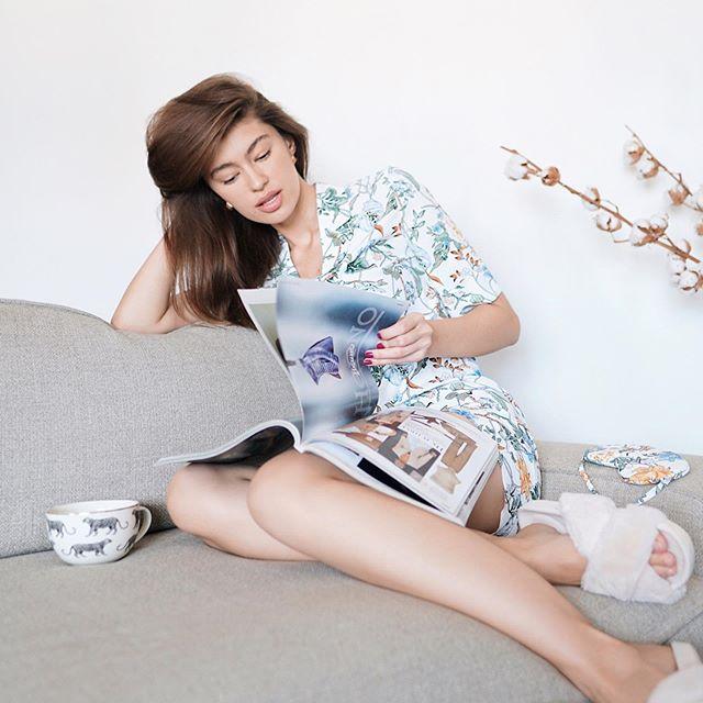 Приучаю себя любить утро 🌞когда просыпаешься не от будильника, а от солнца в окне;  когда можно никуда не спешить, почитать книгу, заниматься ерундой, неспешно пить кофе ☕️утро ленивца 🥱🤤🥰 я в пижаме от @selfmade_brand ❤️ #moscow#goodmorning#selfmade#coffeetime#stayhome#pijama