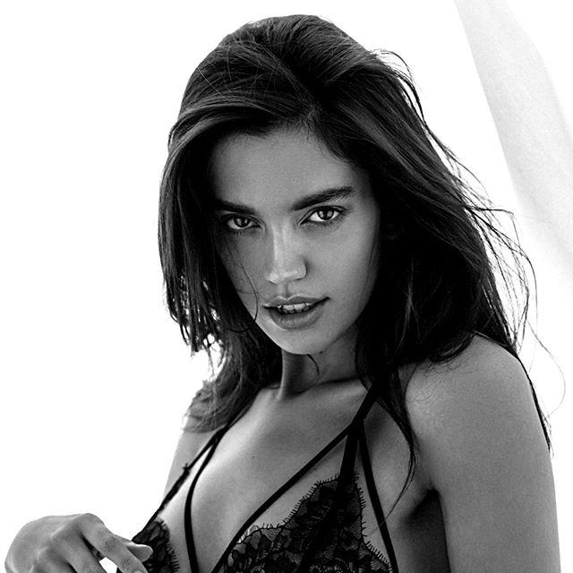 @mikhailkabochkin 📷🖤 Лучшая серия без макияжа и фотошопа ... Полностью передает состояние моей души. Каждая фотография 🥀 #shooting #classy #piterlindbergh #style #model #testshoot #nomakeup #model #topmodels