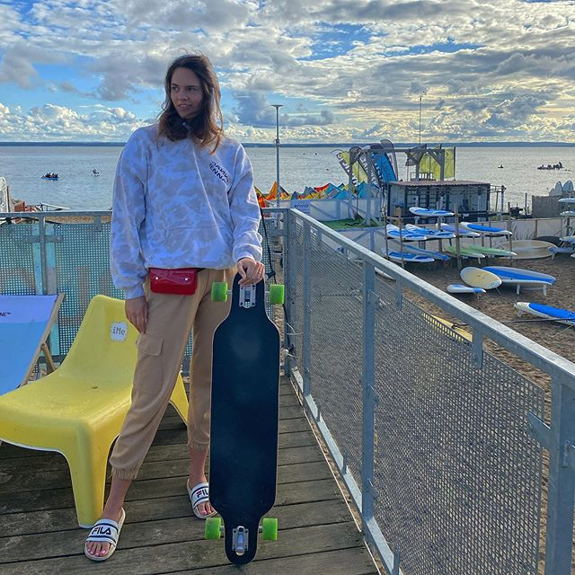 Chałupy welcome to 🏄🏻‍♀️ #chalupy #hel #chill #chillout #view #windsurfing #kitesurfing #fun #wind #sky #summer #vibes #mood #hoodie #longboard #skate #sky #clouds