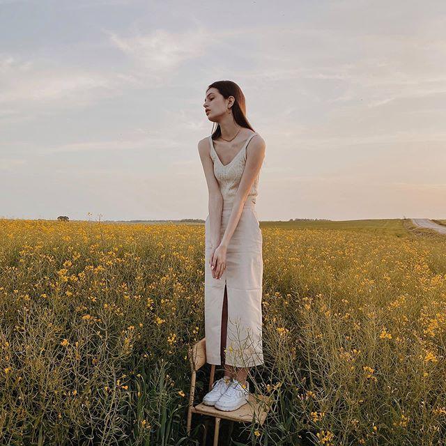 Lonely . . . . . . #fashiongrams #urbanlook #aestheticstyle #yellowaesthetics #shooting_time #ps10k #stylegrams #yycgirl #portswm #travelbabe #weekendootd #yycmodel #a_e_s_t_h_e_t_i_c