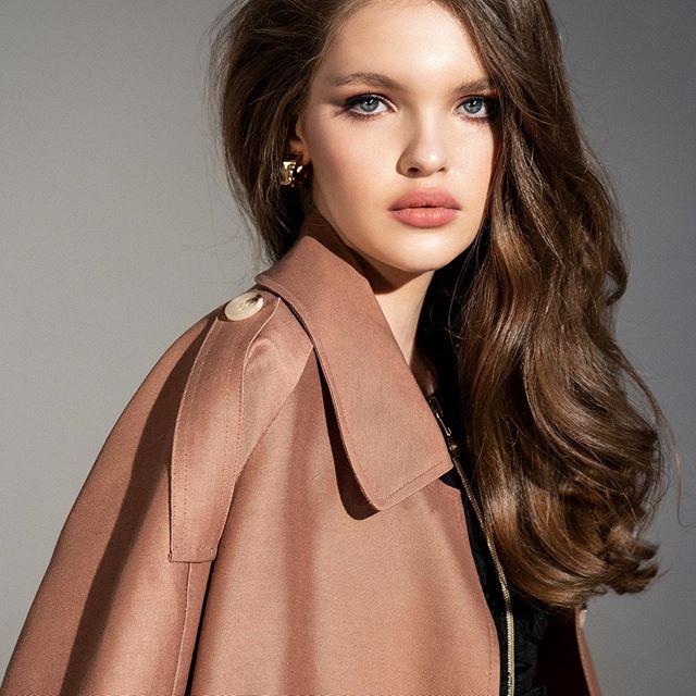 всё-таки @natasupernova или @dubrovskaia9156?  model test by @azia_be muah @kajforia dress @volhamaiseyeva
