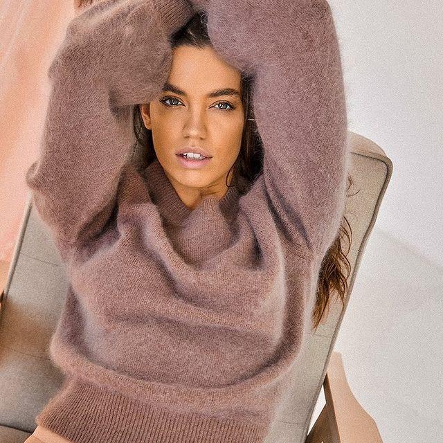 Cozy Sunday mood ❄️💕🌸 Сколько моих подруг купили эти уютные свитера ⠀ #кашемир #ангора #свитера #модельмосква #студийнаясьемка #ищумодельмосква