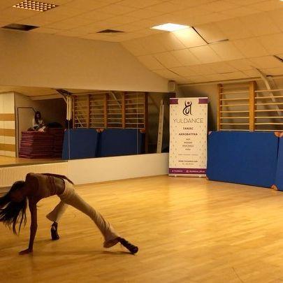 FIERCELY FEMININE. 🤍👠💪🏾 @yuldance_official Choreo @juliazytko 🔥🔥 Music @myaplanet9   #model #dancer #choreographer #afro #Fitness #Fit #warsaw #warsawgirl #image #photography #naturalhair #blackgirlmagic